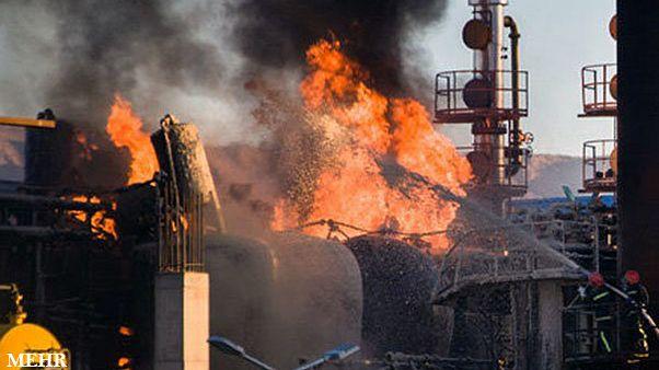 ۱۰ کشته و زخمی در آتشسوزی پالایشگاه تهران
