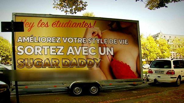 باريس تزيل ملصقا اعلانيا مثيرا للجدل