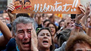 Каталонцы поздравляют друг друга