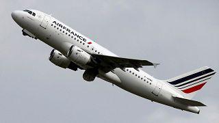 """دعوى قضائية ضد طيران """"ترانسافيا"""" بسبب خط رحلاتها بين باريس والداخلة"""