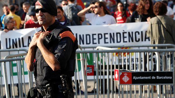 الحكومة الإسبانية تقيل رئيس شرطة إقليم كتالونيا