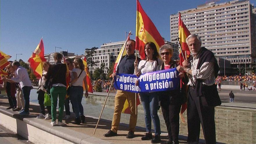 Spanyolország egysége mellett tüntetők Madridban