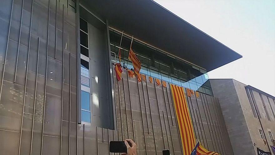 В Жироне спущены испанские флаги