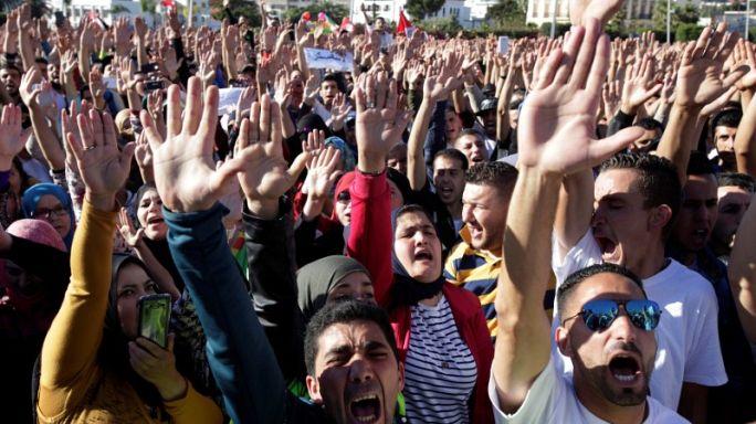 """مظاهرات في جميع أنحاء المغرب في الذكرى الأولى لمقتل """"بائع السمك"""""""
