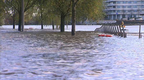 Мощный ураган обрушился на Европу