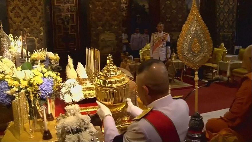 Letzte Ruhe für Asche von König Bhumibol