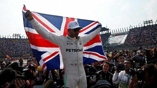 Hamilton holt vierten WM-Tite
