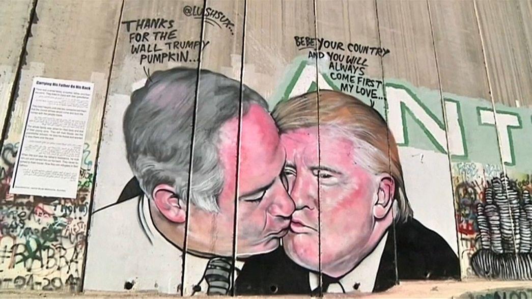 I graffiti di Lush Sux sul muro di Israele in Cisgiordania