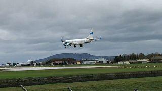 بالفيديو: هبوط لطائرة يكاد يتحول إلى حادث مأساوي بسبب العواصف