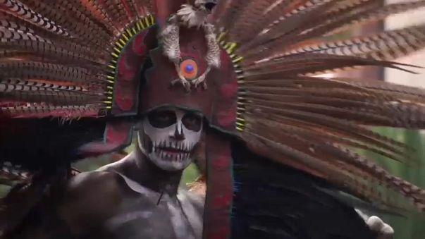 Vidáman ünneplik a halottak napját Mexikóban