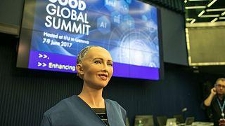"""الروبوت """"صوفيا"""" تحظى بما لا يحق للسعوديات"""