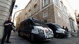 Los Mossos supervisan la salida de sus despachos de los exconsejeros destituidos