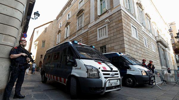 Büntetést kaphatnak a katalán hivatalnokok, amiért ma munkába mentek