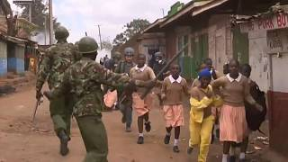 Kenya, bambini finiscono nel fuoco incrociato dei gas lacrimogeni