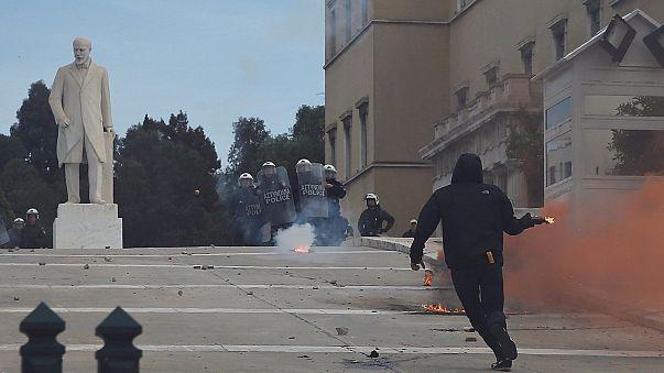 Görög diákok csaptak össze rendőrökkel Athénban