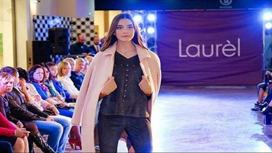 وفاة عارضة أزياء روسية في 14 من العمر بعد عرض استمر 13 ساعة