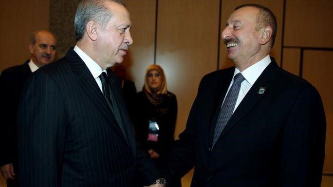 """أذربيجان وجورجيا وتركيا تدشن خطا للسكك حديدية يربطها ضمن """"طريق الحرير"""""""