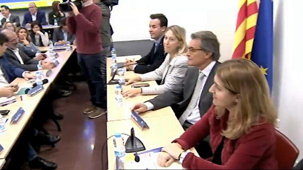 بدء حكم إسبانيا المباشر لكتالونيا وبوادر قبول الانفصاليين للانتخابات