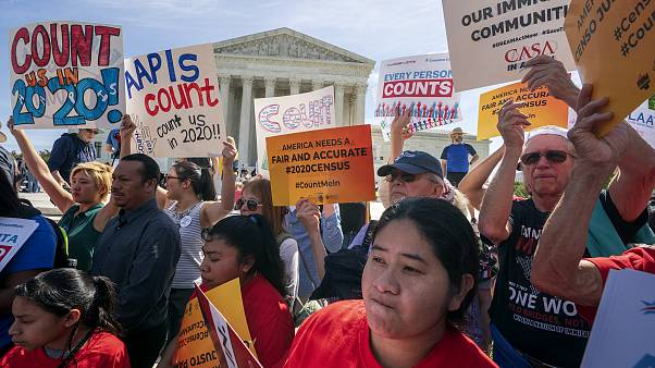 Image: Immigration activists rally outside the Supreme Court during argumen