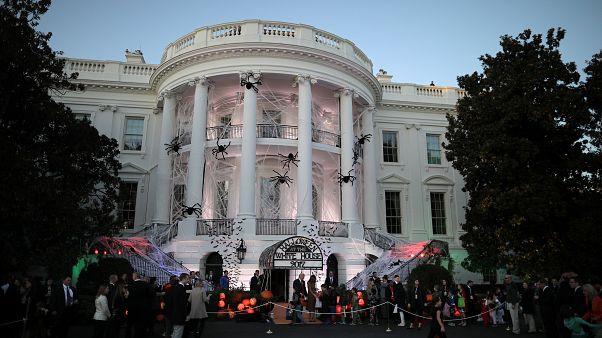 """Casa Branca dos """"horrores"""" recebe """"fantasmas"""" e """"bruxas"""""""