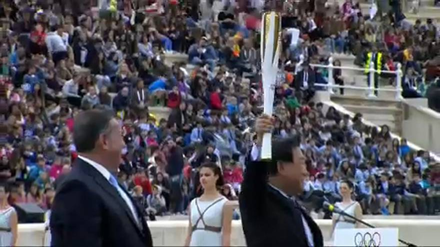Olympisches Feuer in koreanischen Händen