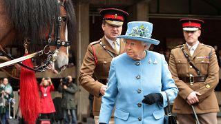 درآمد واقعی ملکه بریتانیا چقدر است؟