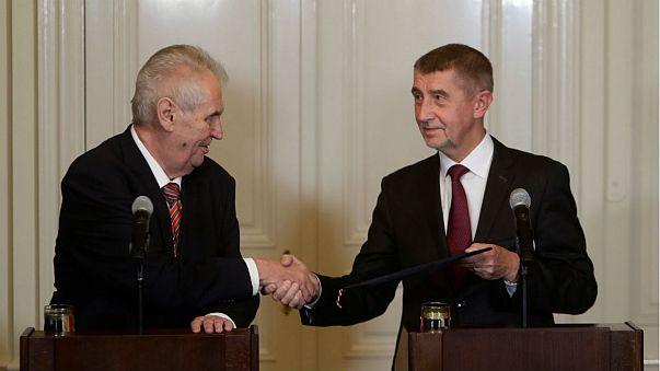 Megpróbálkoznak a kisebbségi kormánnyal a csehek
