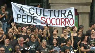 Cultura brasileira pede socorro