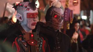 Tributo a las víctimas de Manhattan en el desfile de Halloween