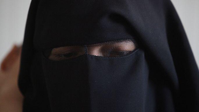 أخذها والدها إلى داعش في سوريا فأعادتها القوات الامريكية حبلى إلى العراق