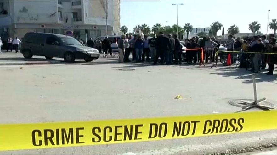 Un supuesto yihadista apuñala a dos policías en Túnez