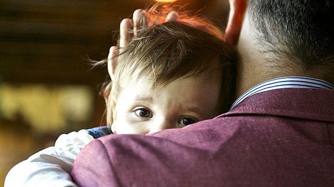 Petizione in Francia per un congedo di paternità obbligatorio (e di sei settimane)