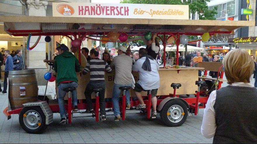 آمستردام؛ ممنوعیت تردد دوچرخه هایی که آبجو سرو می کردند