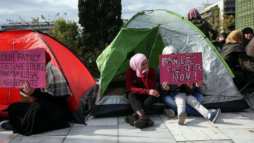 Πρόσφυγες ξεκίνησαν απεργία πείνας και κατασκήνωσαν στο Σύνταγμα