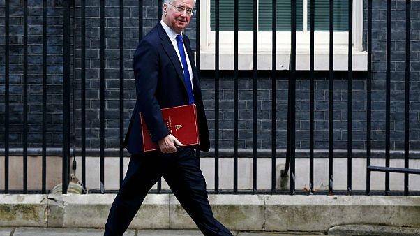 استقالة وزير الدفاع البريطاني على خلفية مزاعم بالتحرش الجنسي