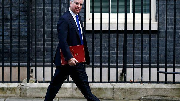 Lemondott a brit hadügyminiszter
