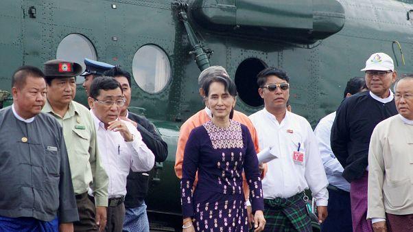 Először látogatott a mianmari vezető az etnikai tisztogatás helyszínére