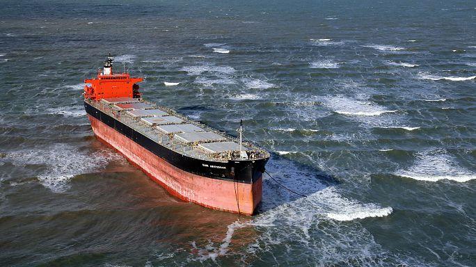 """Havarierte """"Glory Amsterdam"""" hat wieder Wasser unterm Kiel"""
