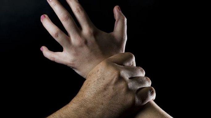 اغتصب أمه بسبب اتهامه بالاعتداء الجنسي على صديقته