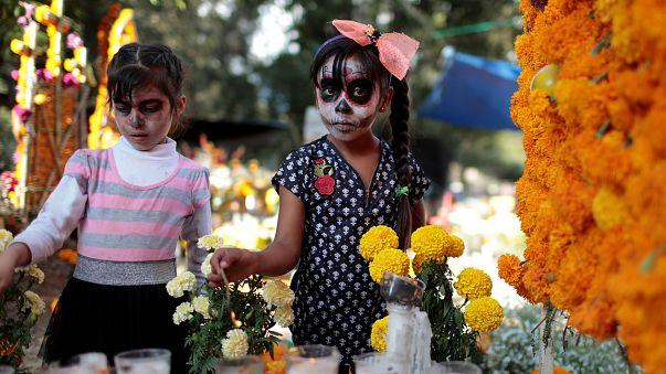 Un Día de los Muertos marcado por los feminicidios y los terremotos en México