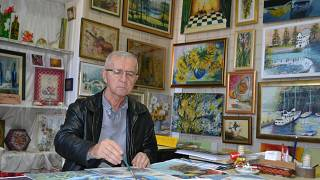 Bosnian pensioners make art to survive