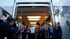 iPhone X продается, доходы Apple растут