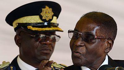 """Zimbabwe : une Américaine arrêtée pour avoir comparé Mugabe à un """"lutin"""""""