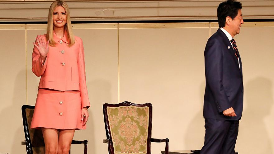 إيفانكا ترامب تلقي خطابا في طوكيو أمام قاعة نصف فارغة