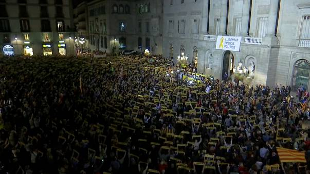 La plaza Sant Jaume pide la libertad de los exconsejeros
