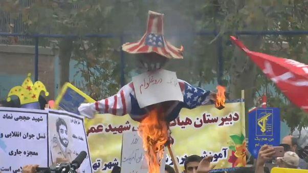 مراسم ۱۳ آبان؛ نمایش «تابوت مذاکره با آمریکا» در تهران