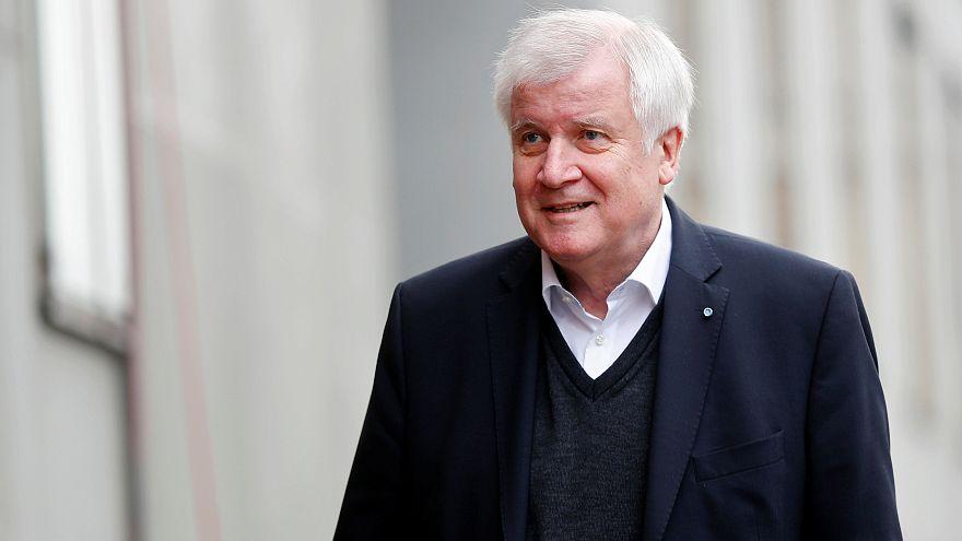 Junge Union fordert Rücktritt von Parteichef Seehofer