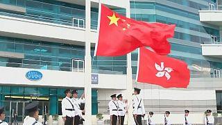 Már Hongkongban sem fújolhatnak a kínai himnuszra