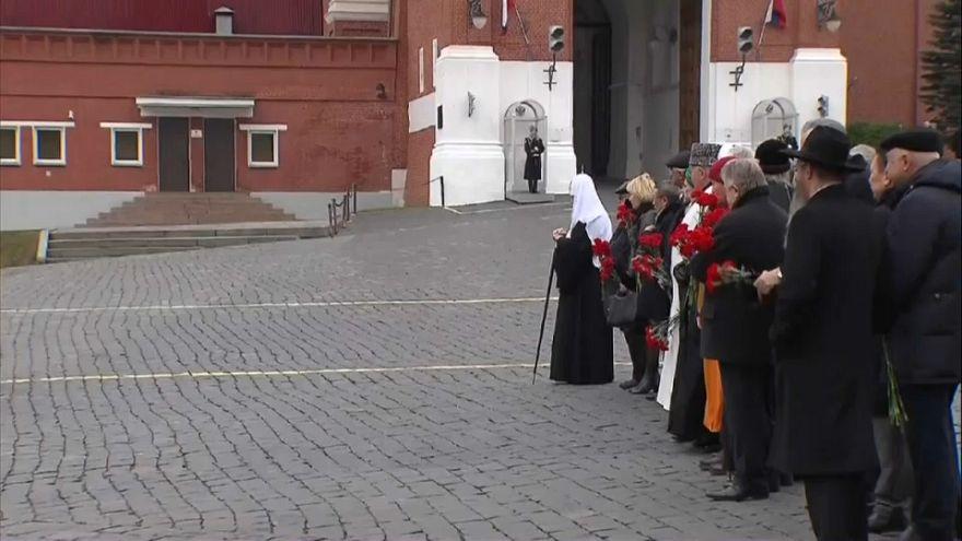 Russischer Nationalfeiertag: Putin legt Blumenkranz in Moskau nieder