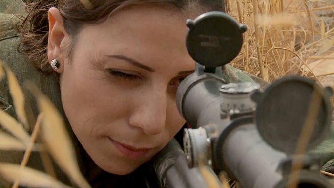 أول امرأة قناصة في صفوف قوات الدفاع السورية